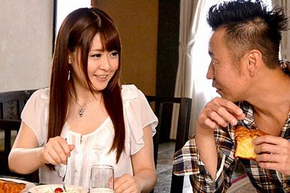 爆乳Hカップを揺らして悶絶イキするロリ妻 永瀬里美