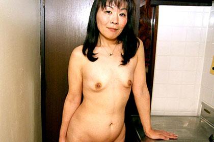 びっしり生えた陰毛の奥に・・・ 志村恭子