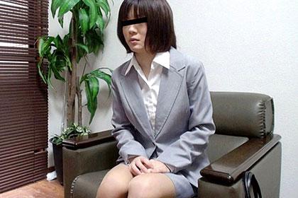 部下のOLを呼び出してミスを叱責 その代償をカラダでさせる 川部智子