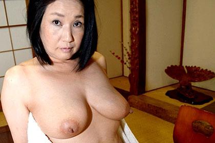 本能のままに燃え盛る熟妻 眞野圭子