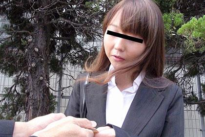 世間知らずな就活女子 リクルートスーツを脱がして中出し刑に処す! 小泉美奈