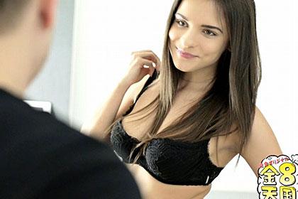 隣に越してきた淫美女 セクシーボディを見せつけて隣人チンポ君を誘惑! ライナ