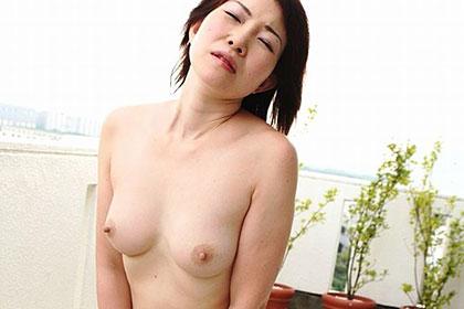 熟女の火遊び飛びっ子装着 敏感マンコを濡らす開放セックスに快感アクメ! 多田淳子