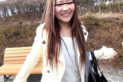 公園のベンチで神待ち中の娘をGET! 持参のJK制服に着替えてもらってプレイした一部始終 日下部千晶