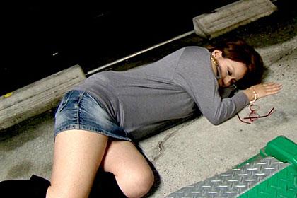 駐車場でガチ泥酔しているお姉さんをお持ち帰り 大きなおっぱいを揉んでハメ倒してヤリました! 宮里ティナ
