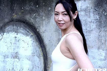 五十路熟女の初体験 競泳水着のままシたいんです 松川薫子