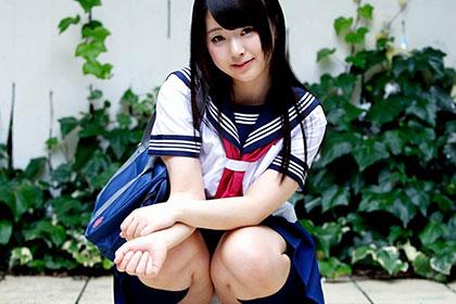 放課後美少女ファイル No.7 激可愛ロリ娘がスカート咥えて腰振り騎乗位 木村つな
