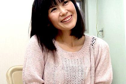 パイパン✕パイチン?! パイパン人妻デリヘル嬢を呼んだらチン毛も切られてヤラれちゃいました 坂本悦子