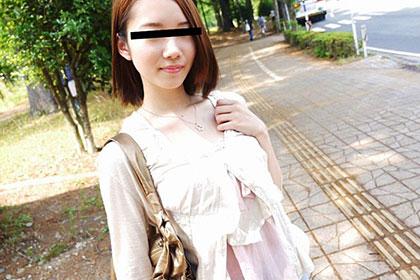 色白スレンダー娘の優子ちゃん、おじさんと温泉旅行に行っちゃった?! 岡田優子
