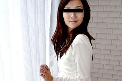 ギャップ萌え! 清楚顔した奥さんの尻穴まで繋がるジャングル陰毛 森本洋子