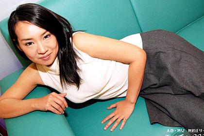 色香をまとう美妻の誘い 山井沙奈美