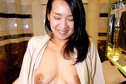 エキゾチックな人妻と過ごす熱い時間 山井沙奈美