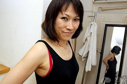 小さな蜜壺で締め付けるエロ妻 中沢美幸