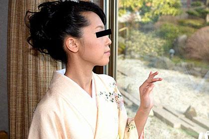 晴れ着姿の妖艶美熟女を後背位で・・・ 沢田良美