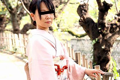 草食系旦那に失望している母乳奥様 上玉の着物美人 高島亜矢子