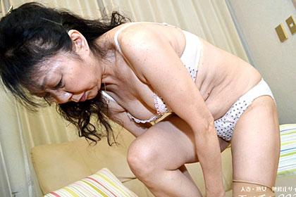 久々のSEXに悶える完熟妻 岸本夏江