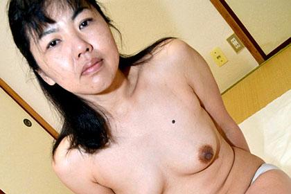 旦那以上に奉仕するエロ妻 鹿田絵美子