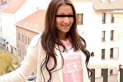 SNSサイトで知り合った18歳の美少女 エッチで可愛い潮吹き娘 シンディー