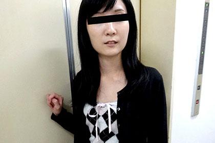 密集する陰毛で誘うスレンダー奥様をヤリまくって中出し 森本洋子