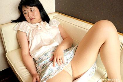 背徳感で感じる素朴妻 大谷紗千子
