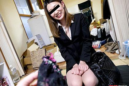 素人のお仕事 〜男性宅を狙った下着訪問販売〜