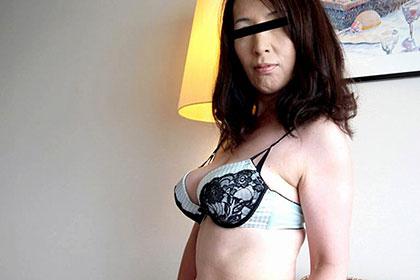 大人のフェロモンがつまった垂れ巨乳熟女とヤリまくる