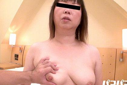 ごっくんする人妻たち58 〜色白ぽっちゃり妻の吸引〜