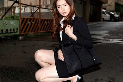 恥じらいのお漏らし スタイル抜群の美熟女が・・・ 冴君麻衣子(金城梨花)