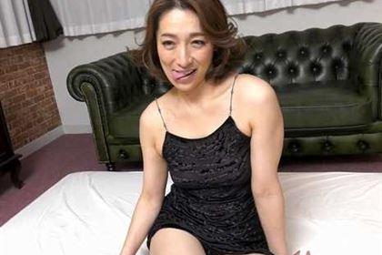 ごっくんする人妻たち 61 〜濃厚ザーメンは美容エキス〜