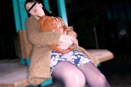 俺の家に来ない!公園で寝てる娘を持ち帰り