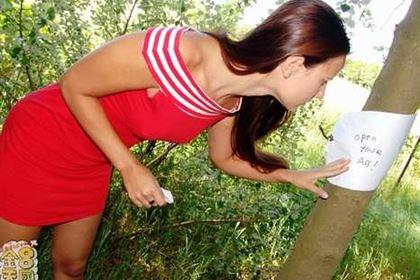 青姦 Forest SEX 森の中で尻を開く女 Claudia Rossi