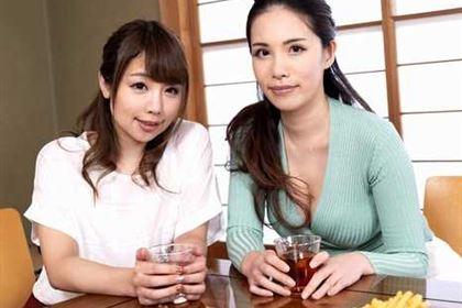 飲み過ぎ女たちとズッコンバッコン! 高山ちさと(長瀬あゆみ) 上山奈々(神山なな)