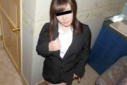 リクルートスーツに身を包むヤリマン就活娘 赤堀良子(藍原かれん)