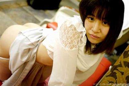 多くを語らぬパイパン少女 稲谷由利亜
