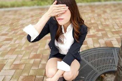 いつもオフィスで卑猥な行動をするOL社員に注意をするはずだった部長も・・・ 長谷川えり