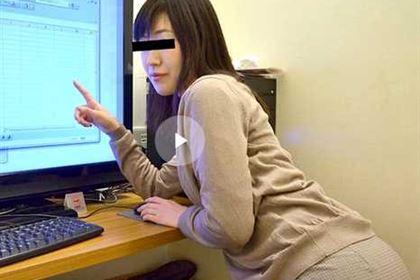 設定方法の分からなくなっちゃった美人パソコン講師が罪悪感を感じて中出しまでさせてくれました 五十嵐さとみ(上坂ゆか)
