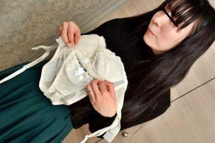 奥さん、今はいてる下着を買い取らせて下さい! 剛毛奥さんのブラとパンティセット 橋本瞳