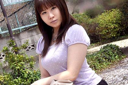 豊乳素人娘にたっぷりとご奉仕して頂きました 塚田千晶
