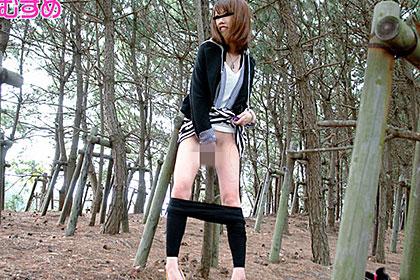 雨の日の公園は露出天国! 白石佳奈美 20歳