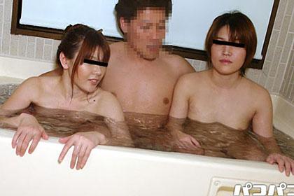 人妻熟女乱交同窓会 浴室交渉3P編 立花椿 成田有希
