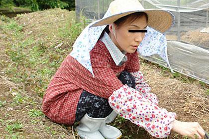 働く地方のお母さん 農家に嫁いだ人妻宅に訪問 白崎芳実