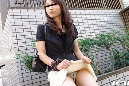 真鍋○おり似の若妻パンチラ露出 安田美紀 28歳