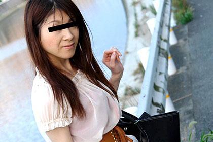絶える美人妻 何をされてもカメラ目線 根本江里子