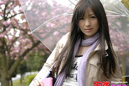 雨の日に野外で飛びっ子装着! 雨とラブジュースでヌレヌレっ! 野中みき